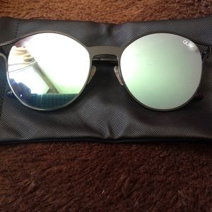 NEW! Quay HERE WE are seafoam mirror sunnies READ